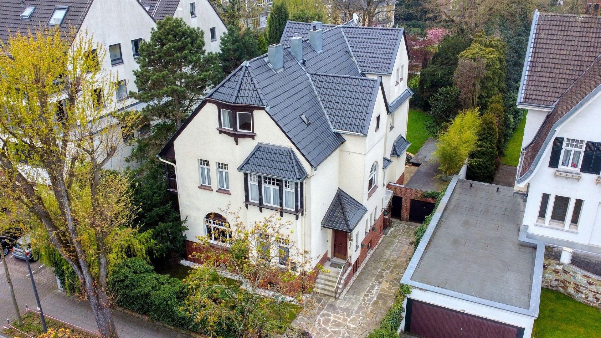 Ehrwürdige Villa im Herzen von Köln-Marienburg